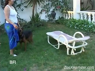 Latinas took dog with them to picnic to have sex with it