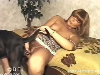 Mature massages pussy and uses pet's dick for new sensa...