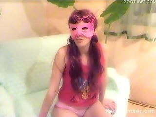 Masked amateur getting her tight cunt drilled by a dog