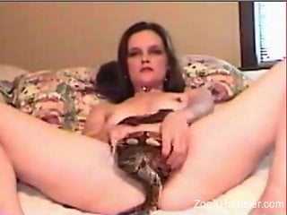 Incredible masturbation session with a sexy snake